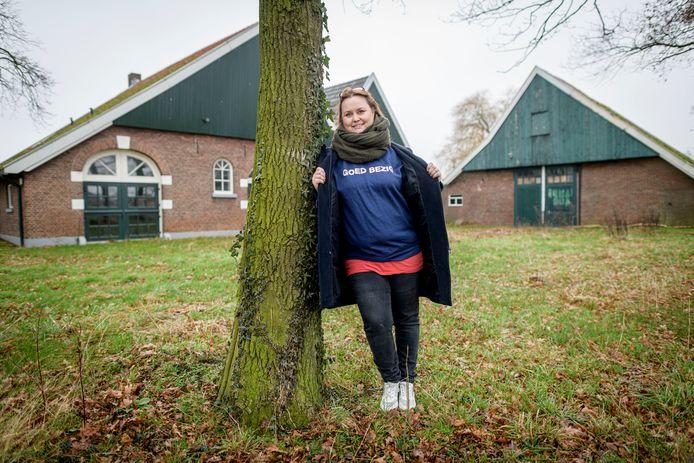 Debbie Nijenhuis, hier bij het nieuwe onderkomen van het inloophuis op het gezondheidspark in Hengelo