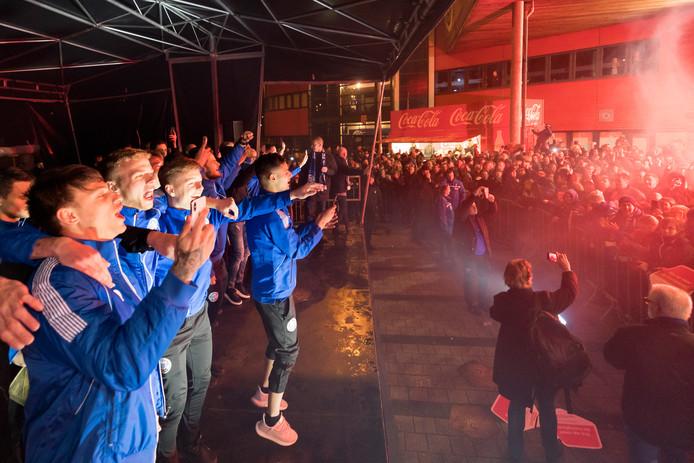 De aankomst van FC Den Bosch bij stadion De Vliert na het veroveren van de periodetitel.