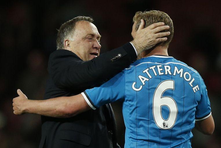 Dick Advocaat en Sunderland-speler Cattermole, gisteravond. Beeld anp