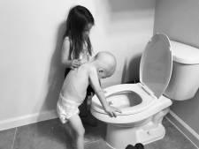 Elle photographie sa fille soutenant son petit frère en pleine chimio