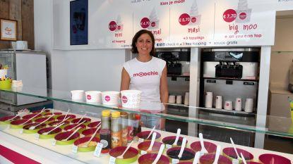 Frozen Yoghurtbar Moochie trekt onmiddellijk massa volk