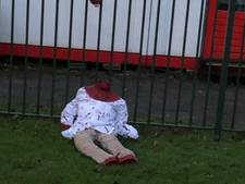 Onthoofde en met bloed besmeurde pop bij Emir Sultan Moskee in Amsterdam