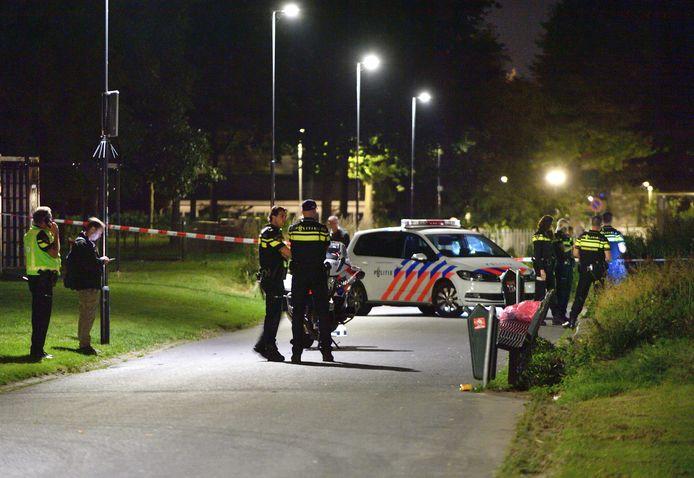 Politie-onderzoek op de plaats van het steekincident in Breda.