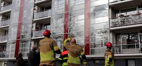 Glasscherven vallen van gevel Waalwijkse flat