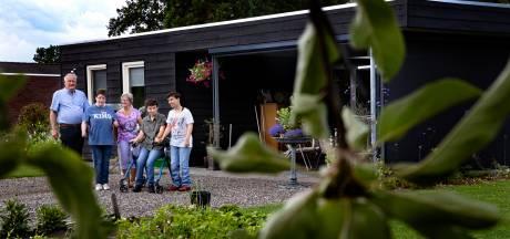 Familie Bouwmans uit Deurne strijdt voor toekomst van hun verstandelijk beperkte dochter: 'We kunnen ons Mira toch niet in de steek laten?'