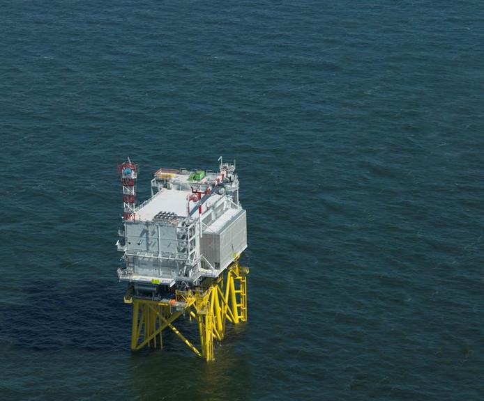 Zo ziet het transformatorstation eruit als die op zee is opgebouwd. Zondag zou het het bovenste gedeelte aan z'n reis uit Schiedam beginnen, maar die operatie is uitgesteld.