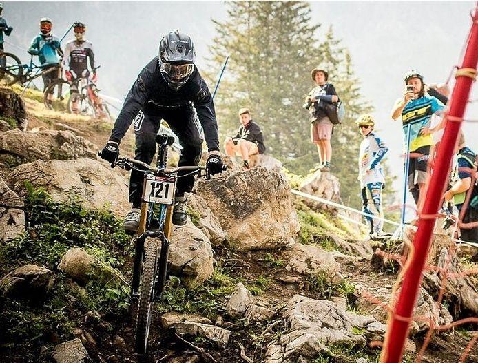 Tom Bersselaar in actie tijdens het WK Downhill in Italië.