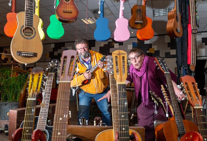 Werner van Ettinger en Majorie Kamps kort voordat de deuren van Werners Rare Music Shop in Epe dicht moesten.