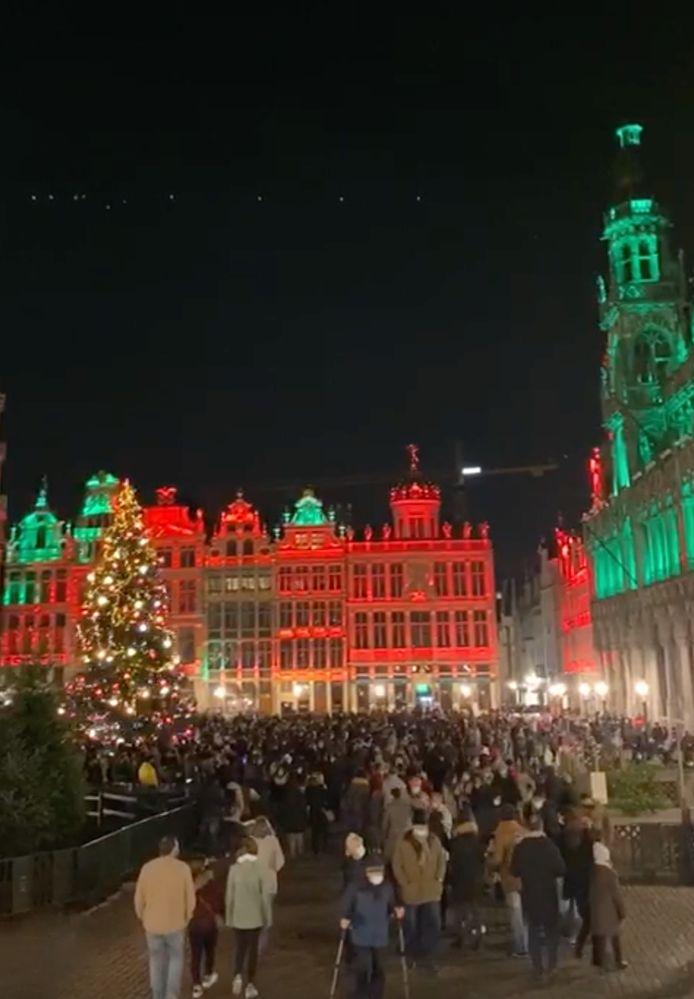Il y avait du monde ce samedi soir sur la Grand-Place de Bruxelles.