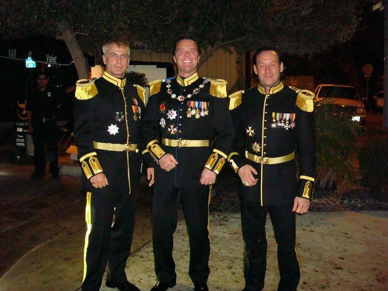 Marcus Eberhard Edward von Anhalt (midden) met twee vrienden