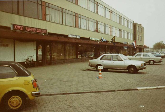 Een beeld van het winkelcentrum aan de Kooikersweg in Den BoschWest, daterend uit 1983. foto Stadsarchief