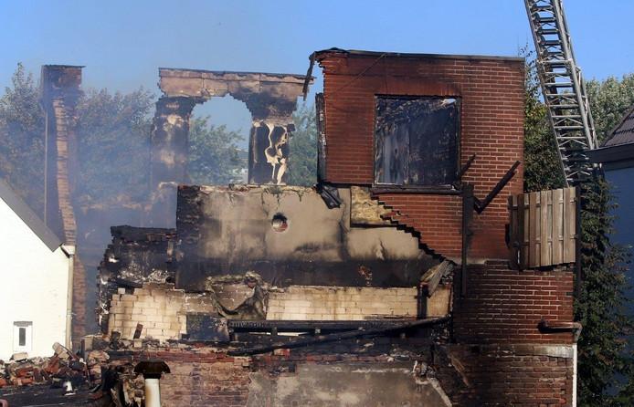 Zo ziet het pand eruit na de brand.