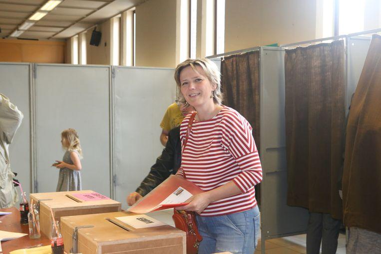 Katrien Partyka in het stembureau