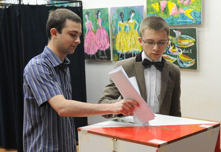 Jongeren stemmen in Polen. Beeld ap