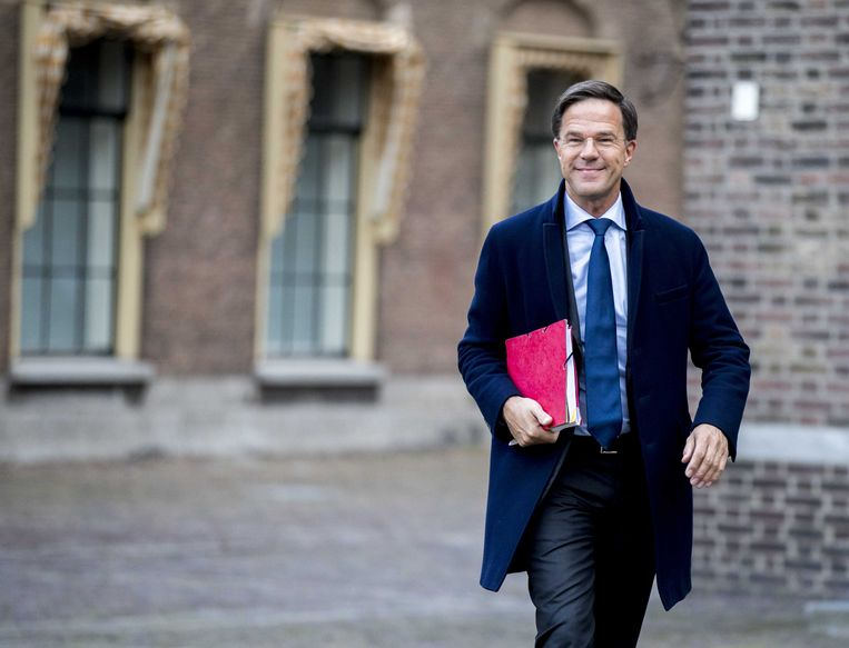 Mark Rutte (VVD) komt aan op het Binnenhof voor gesprekken met informateur Gerrit Zalm.   Beeld ANP