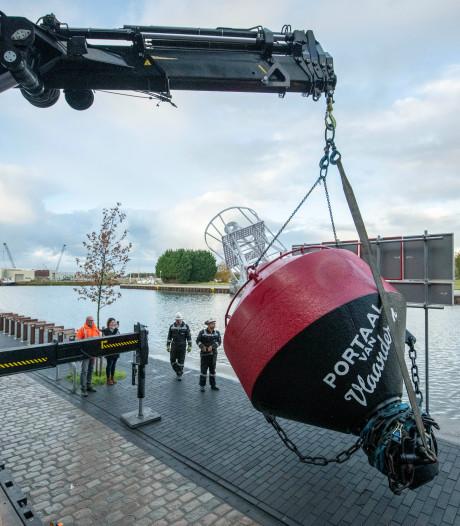 Boei terug voor anker bij het Portaal van Vlaanderen