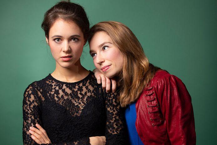 Elsbet Remijn (links) en Claudette Verhulst  alias kleinkunstduo Beth & Flo