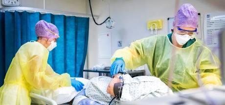 Duizenden zorgmedewerkers zitten thuis met corona, piek moet ziekenhuizen nog bereiken
