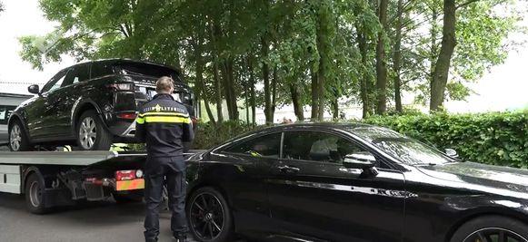Onder meer deze luxeauto's werden in beslag genomen.