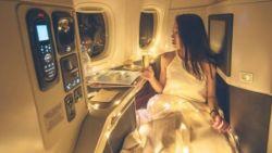 Vrouw post sprookjesachtige foto van vliegreis in business en krijgt meteen bakken kritiek over zich heen