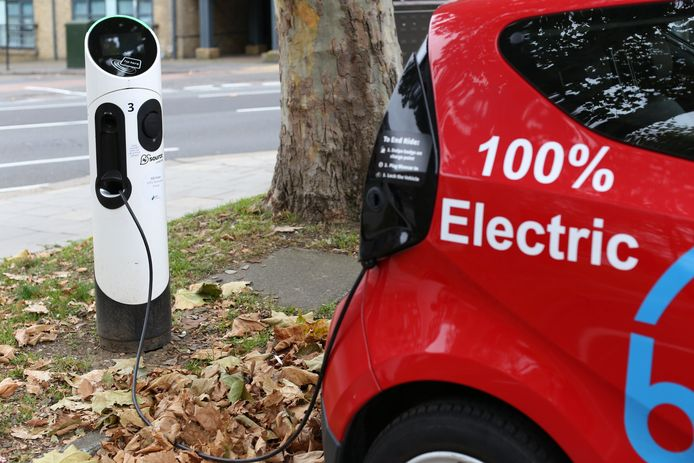 Het voorstel van Paul Magnette om de bedrijfswagens elektrisch te maken, ligt op de onderhandelingstafel