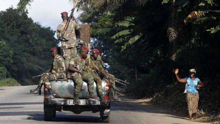 Soldaten in Dabou, eergsiteren. Beeld reuters