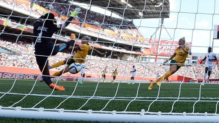 Kyah Simon scoort haar tweede goal