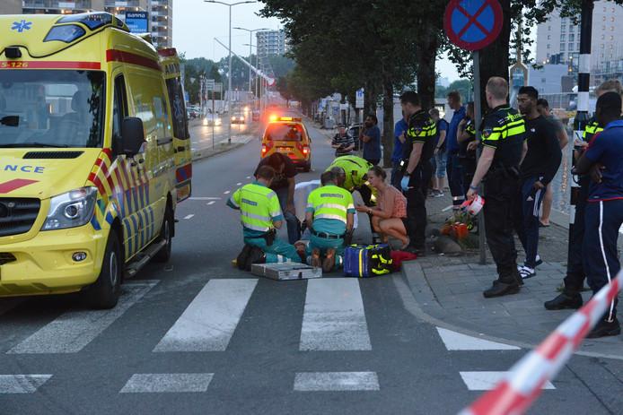 Fietser zwaargewond bij aanrijding op Neherkade.