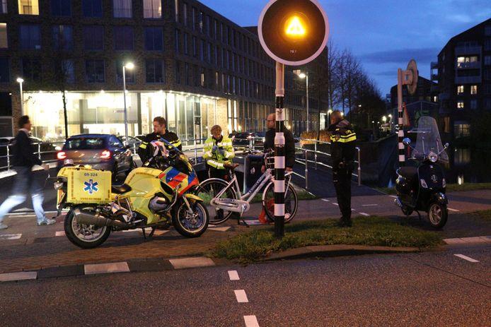 Langs de busbaan botste de scooterrijder en de fietser op elkaar.
