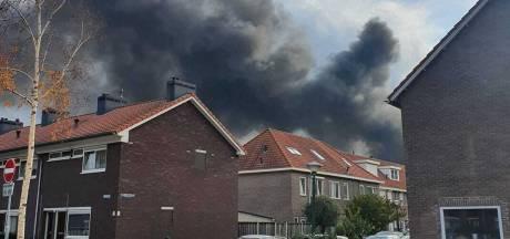 Nieuwsoverzicht | Grens van 10.000 nieuwe coronagevallen gepasseerd - NL-Alert voor zeer grote brand