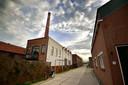 De Oude Touwfabriek met de markante fabrieksschoorsteen.