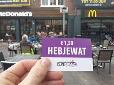 Bedelaar geen euro voor drank geven, maar bon voor een kippetje