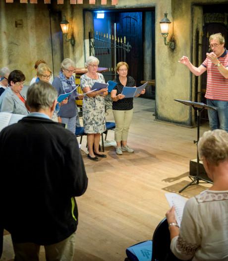 Dirigent Oirschots Gemengd Koor viert jubileum: 'Hoger niveau dankzij Koelink'