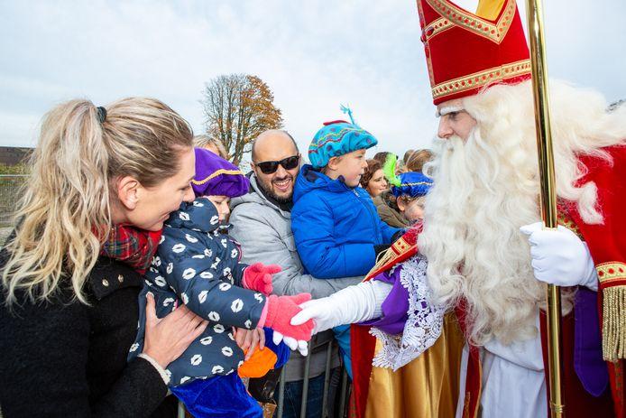 Sint Nicolaas Comité Roosendaal dacht dé perfecte oplossing te hebben voor een coronaproof sinterklaasintocht, maar de gemeente gooit roet in het eten: zoiets is een evenement... en die zijn voorlopig nog verboden.
