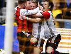 Feyenoord zet in Arnhem reuzenstap richting landstitel
