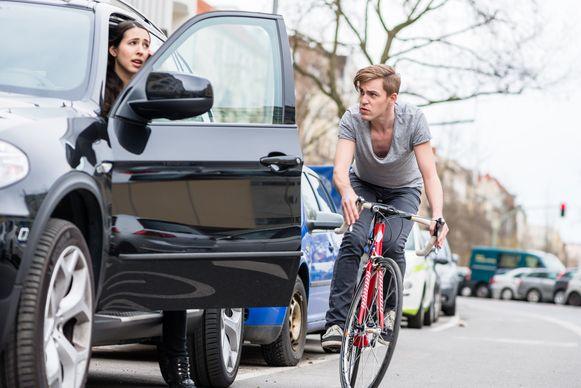 Openslaande autoportieren zijn de grootste ergernis bij fietsers - en een van de grootste oorzaken van fietsongevallen.