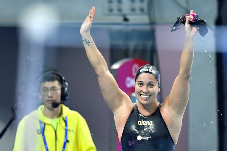 Ranomi Kromowidjojo viert haar overwinning op de 100 meter vrije slag. Beeld REUTERS