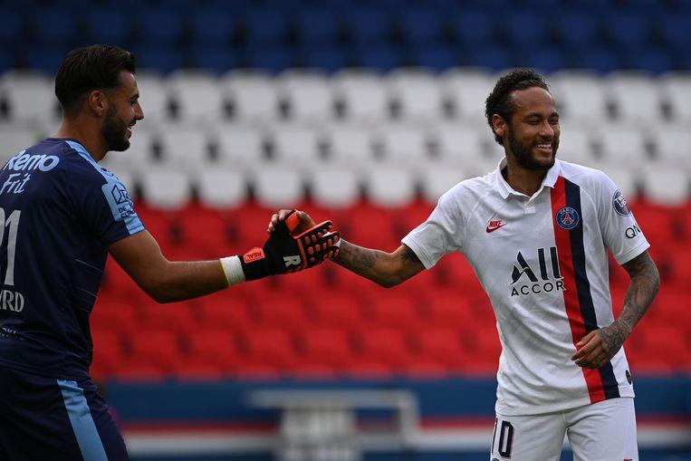 Lucas Pirard hier nog met Neymar na de oefenmatch van de Waaslander bij PSG.