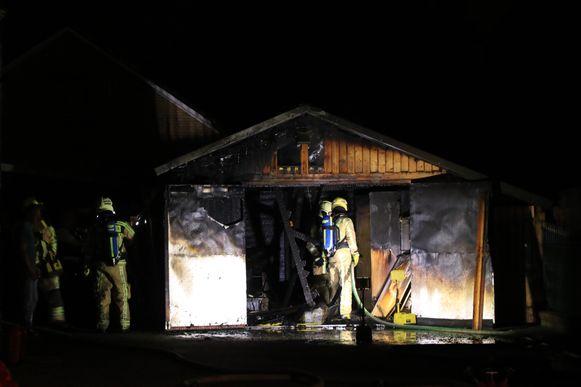 De garage brandde helemaal uit