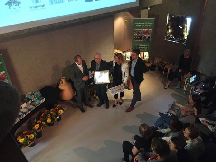 Arend van Dam heeft de Archeon Thea Beckmanprijs gewonnen.