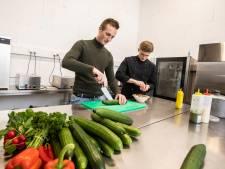 Naaldwijkse Thomas zet gezonde bezorgservice op met lokale producten: 'Tijd van alleen saté of pizza is voorbij'