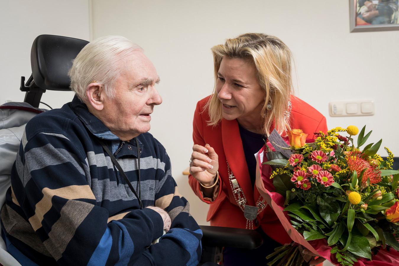 Jacob Logtenberg uit Wapenveld is de oudste inwoner van de gemeente Heerde. Na zijn 104de verjaardag werd hij bezocht door de net geïnstalleerde burgemeester, Jacqueline Koops-Scheele. Logtenberg hoopt in januari 2020 zijn 105de verjaardag te vieren.