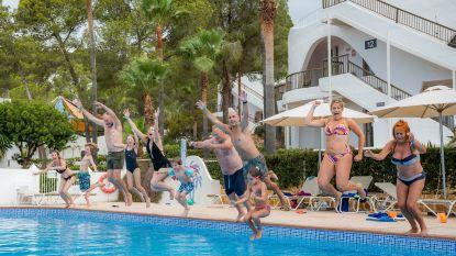 """Onze reporter op all-in in Ibiza: """"Je krijgt minder, maar het voelt als meer omdat het zo'n deugd doet"""""""