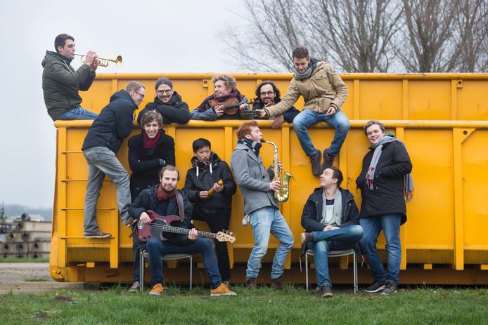 De leden van jazzformatie De Raad van Toezicht hebben elkaar ontmoet op het conservatorium in Arnhem