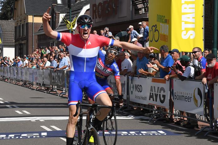 Winnaar Frank Visser schreeuwt het uit bij zijn zege in Boxmeer.