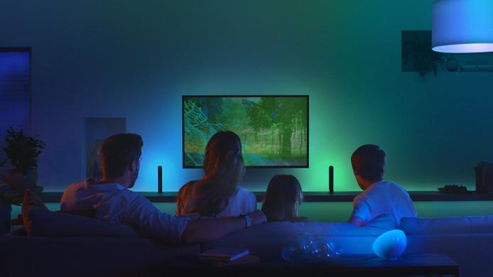 Signify laat de woonkamer meekleuren met tv