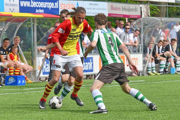 Voetbal: CSV Apeldoorn v SC Genemuiden: Apeldoorn Sander Krijns, Roelof de Jong