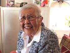 Vlissingse Tilly Knuppel wordt lachend 103