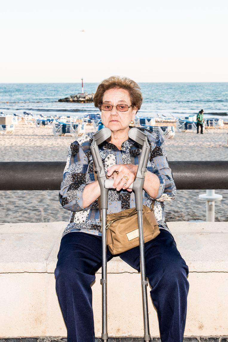 In het andere Benidorm slijten Spaanse ouderen hun dagen in alle rust. Beeld Jan Mulders