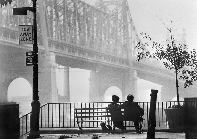 Bankje en brug uit 'Manhattan'. Beeld ANP